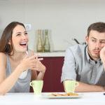 男は嫉妬で愛情が冷める!わざと嫉妬させる女性のドン引き行動7選